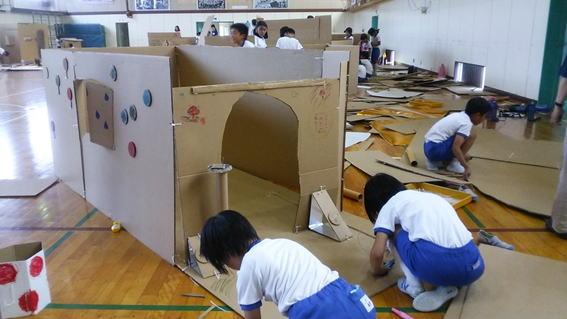 福井市麻生津小学校は幼稚園を併設した小学校です。